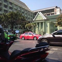 Photo taken at วิทยาลัยเพาะช่าง มหาวิทยาลัยเทคโนโลยีราชมงคลรัตนโกสินทร์ (Pohchang Academy Of Arts) by Biere S. on 2/7/2015
