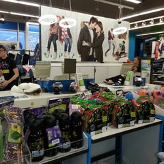 Photo taken at Old Navy by Philip H. on 12/29/2013
