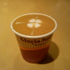 Photo taken at Gloria Jean's Coffees by Mlle. E. on 12/24/2012