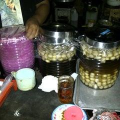Photo taken at Bakmi Sabar Menanti by Pambudi S. on 12/31/2012