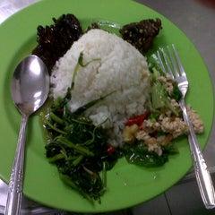 Photo taken at Sendok Garpu by Sumay Tri A. on 12/23/2012