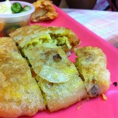 Photo taken at โรตี-มะตะบะ (Roti-Mataba) by Oh O. on 10/2/2012