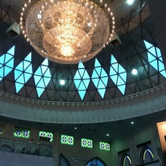 Photo taken at Masjid Asy-Syakirin by Nawie A. on 10/20/2012