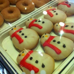 Photo taken at Krispy Kreme (คริสปี้ ครีม) by Valeriya D. on 12/4/2012