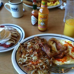 Photo taken at IHOP by Felinius d. on 7/4/2012