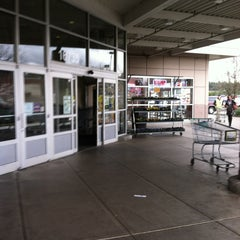 Photo taken at Fred Meyer by Marie-Sophie P. on 1/26/2013