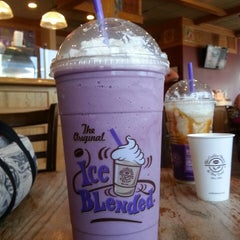 Photo taken at The Coffee Bean & Tea Leaf® by D.I.L.L.I.G.A.F. on 8/18/2013