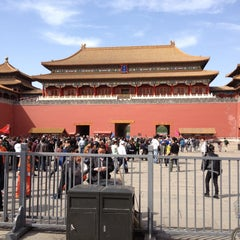 Photo taken at 故宫博物院 Forbidden City by Alexander S. on 4/13/2013