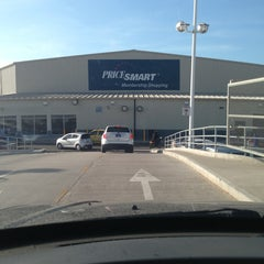 Photo taken at PriceSmart Barranquilla by Àlvaro's P. on 12/29/2012