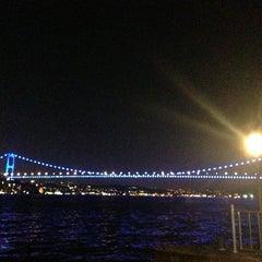 Photo taken at Kıyı Emniyet Restaurant by Tuğba H. on 8/19/2013