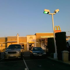 Photo taken at McDonald's by Vic H E. on 12/7/2012