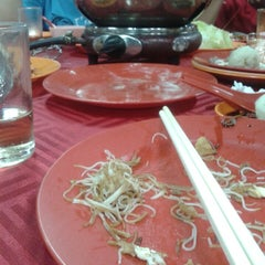 Photo taken at Ocean Steamboat Restaurant 海上鍋餐廳 by Agnes H. on 5/3/2015