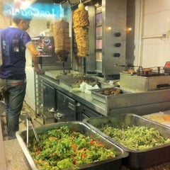Photo taken at Dody Donner Kebab by Danielli V. on 8/23/2014
