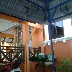 Photo taken at Kesedar Inn Gua Musang (Penginapan) by Suhaila M. on 6/22/2013