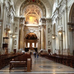 Photo taken at Cattedrale di San Pietro by Harry K. on 5/25/2013