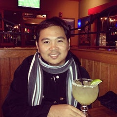 Photo taken at Applebee's by Rogie L. on 11/24/2013
