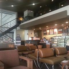 Photo taken at Starbucks by Али Г. on 7/21/2013