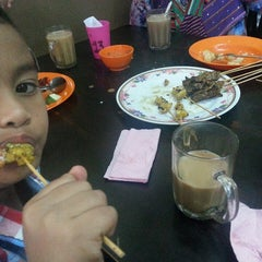 Photo taken at Satay Warisan by Mohd Amiruz Dzaki M. on 1/31/2015