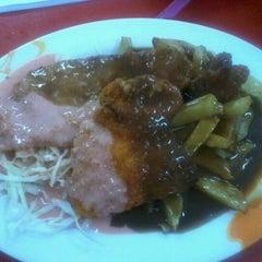 Photo taken at Mahallah Nusaibah Cafeteria by Sarah Al Jayy on 12/18/2012