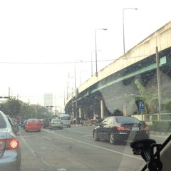 Photo taken at แยกสุทธิสาร (Sutthisan Intersection) by YoNgYeE on 2/1/2013
