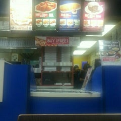 Photo taken at Domino's Pizza by albireo endratno b. on 6/29/2015