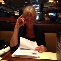 Photo taken at LongHorn Steakhouse by Reggie H. on 9/29/2013