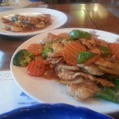 Photo taken at 헬로타이 (Hello Thai Restaurant) by Sangheon L. on 3/9/2013
