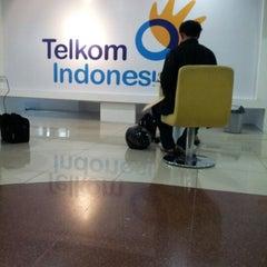 Photo taken at Plasa Telkom Jakarta Timur by Lusye R. on 12/21/2012