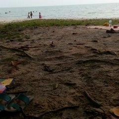 Photo taken at Pantai Saujana (Pantai Batu Empat) by Mdiraf B. on 9/24/2015