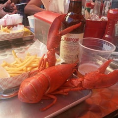 Photo taken at Yankee Lobster by Susie T. on 7/6/2013