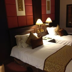 Photo taken at Chaophya Park Hotel (โรงแรมเจ้าพระยาปาร์ค) by Sittiruk S. on 9/9/2013