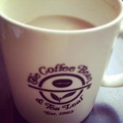 Photo taken at The Coffee Bean & Tea Leaf by Ronalda P. on 12/27/2012