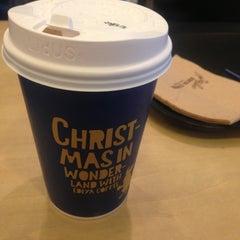 Photo taken at EDIYA COFFEE by JinWook L. on 12/12/2012