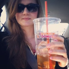Photo taken at Dunkin Donuts by Heloisa D. on 11/18/2012