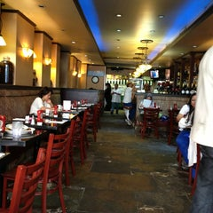 Photo taken at Lenox Hill Grill by Evie 黃. on 8/20/2013