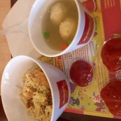 Photo taken at Richeese Factory by Khoiris S. on 7/8/2013