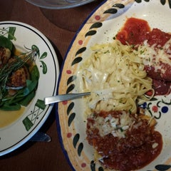 Photo taken at Olive Garden by Subi J. on 6/7/2014