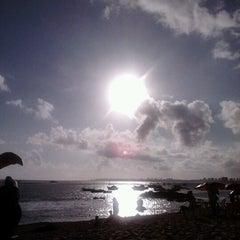 Photo taken at Praia de Itapuã by Vera C. on 1/4/2013