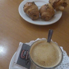 Photo taken at Cafeteria Chapeau by Alberto L. G. on 2/9/2013