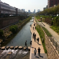 Photo taken at 동대문종합시장 (Dongdaemun Market) by William S. on 4/27/2013