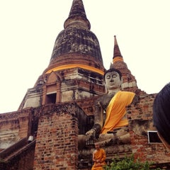Photo taken at วัดใหญ่ชัยมงคล (Wat Yaichaimongkol) by Pangpon C. on 12/19/2012