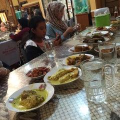 Photo taken at RM Padang Duta Minang by Nabilla C. on 7/20/2015