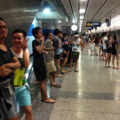 Photo taken at MRT สีลม (Si Lom) SIL by Ariel C. on 4/13/2013