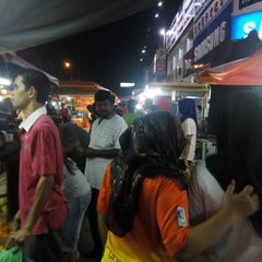 Photo taken at Pasar Malam Changloon by Amalina M. on 10/1/2014