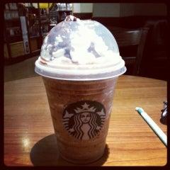 Photo taken at Starbucks by Linh N. on 10/31/2013