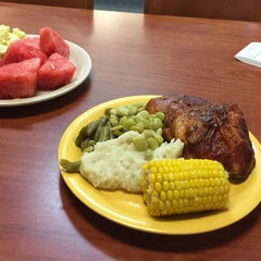 Photo taken at Golden Corral by C. Oliver P. on 8/4/2015