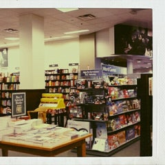 Photo taken at Barnes & Noble by Vina A. on 10/22/2012