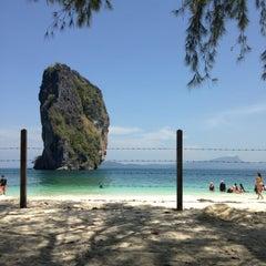 Photo taken at เกาะปอดะ (Poda Island) by Angwara F. on 4/24/2013