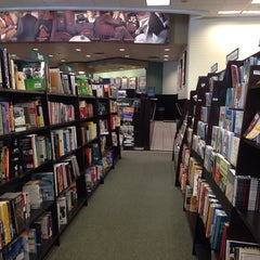 Photo taken at Barnes & Noble by Saul S. on 11/3/2013
