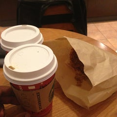 Photo taken at Starbucks by Meghbartma G. on 1/6/2013